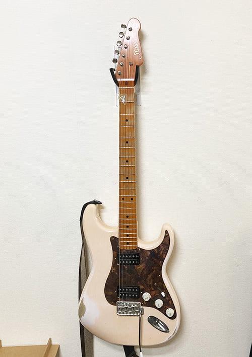 壁美人ギターヒーローにストラトキャスターを設置