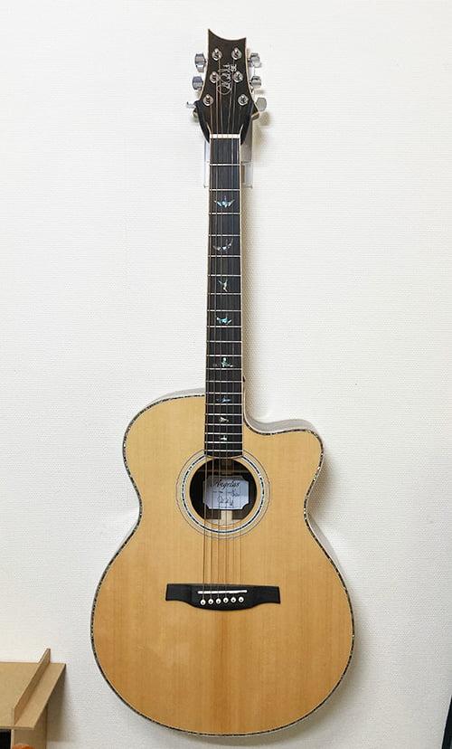壁美人ギターヒーローにアコギを設置