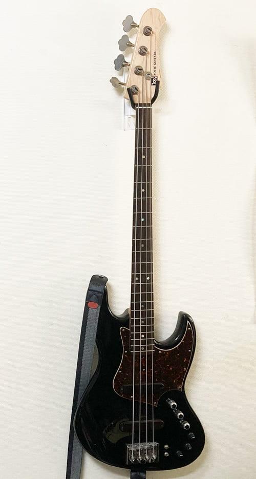 壁美人ギターヒーローにベースを設置