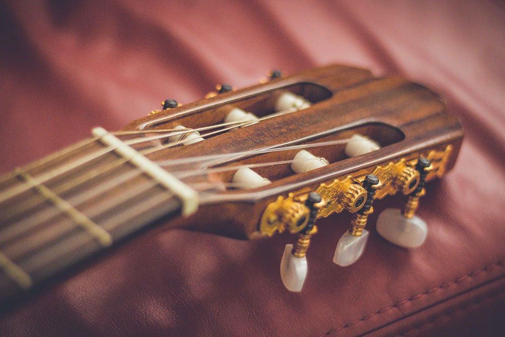 スロテッドヘッドのギター