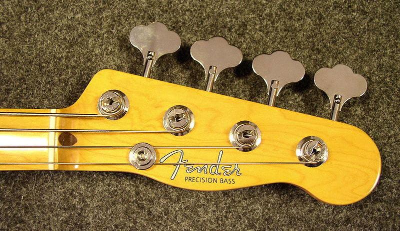 1951年モデルのPrecision Bassのヘッドストック