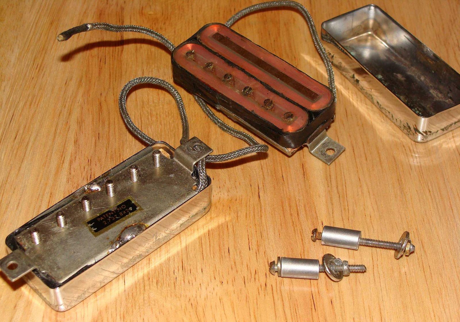 Gibson Les Paul Deluxe Mini-Humbuckers (Patent No. 2,737,842)